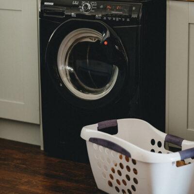 Das Bild zeigt eine Waschmaschine
