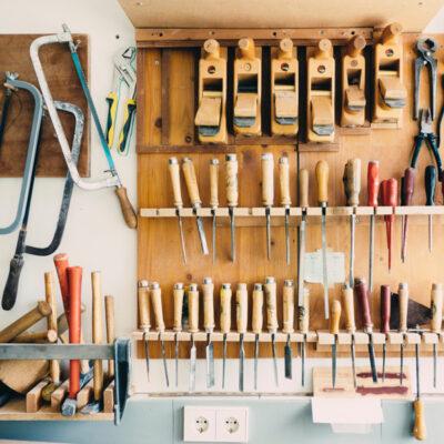 Das Bild zeigt eine Werkstatt